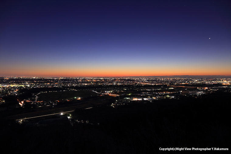 鳶尾山観光展望台から望む相模平野の夜景